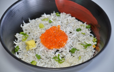ぷちぷちレインボーキャビアの日の丸丼 ※ニジマスの卵と釜揚げしらす
